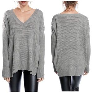 LUSH BASIC V-NECK SWEATER GREY